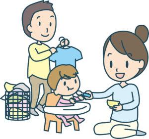 妻が赤ちゃんにご飯を食べさせるかたわらで、洗濯物を干す夫