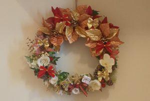 玄関に飾られているクリスマスリース